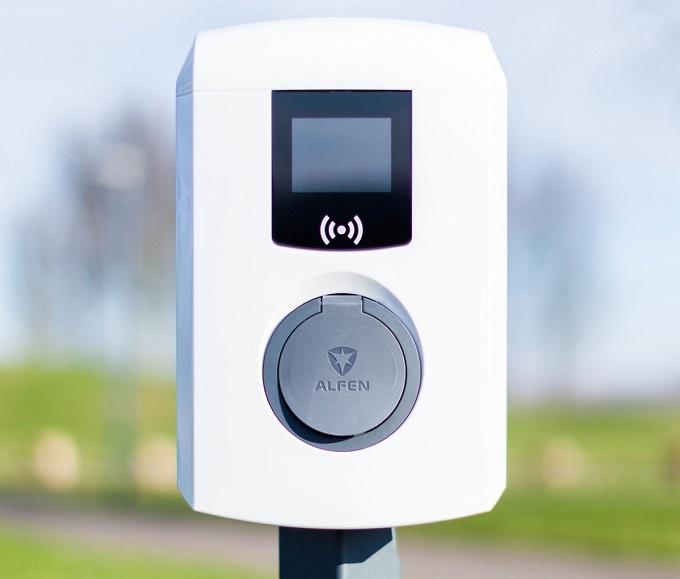 charging station -electric-Alfen-load-eve-pole mini-outside-AFN-904460034-5